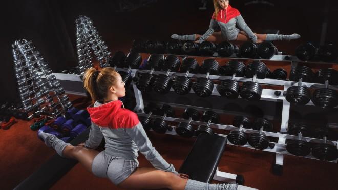 doing-splits-in-gym-1920x1080-660x371
